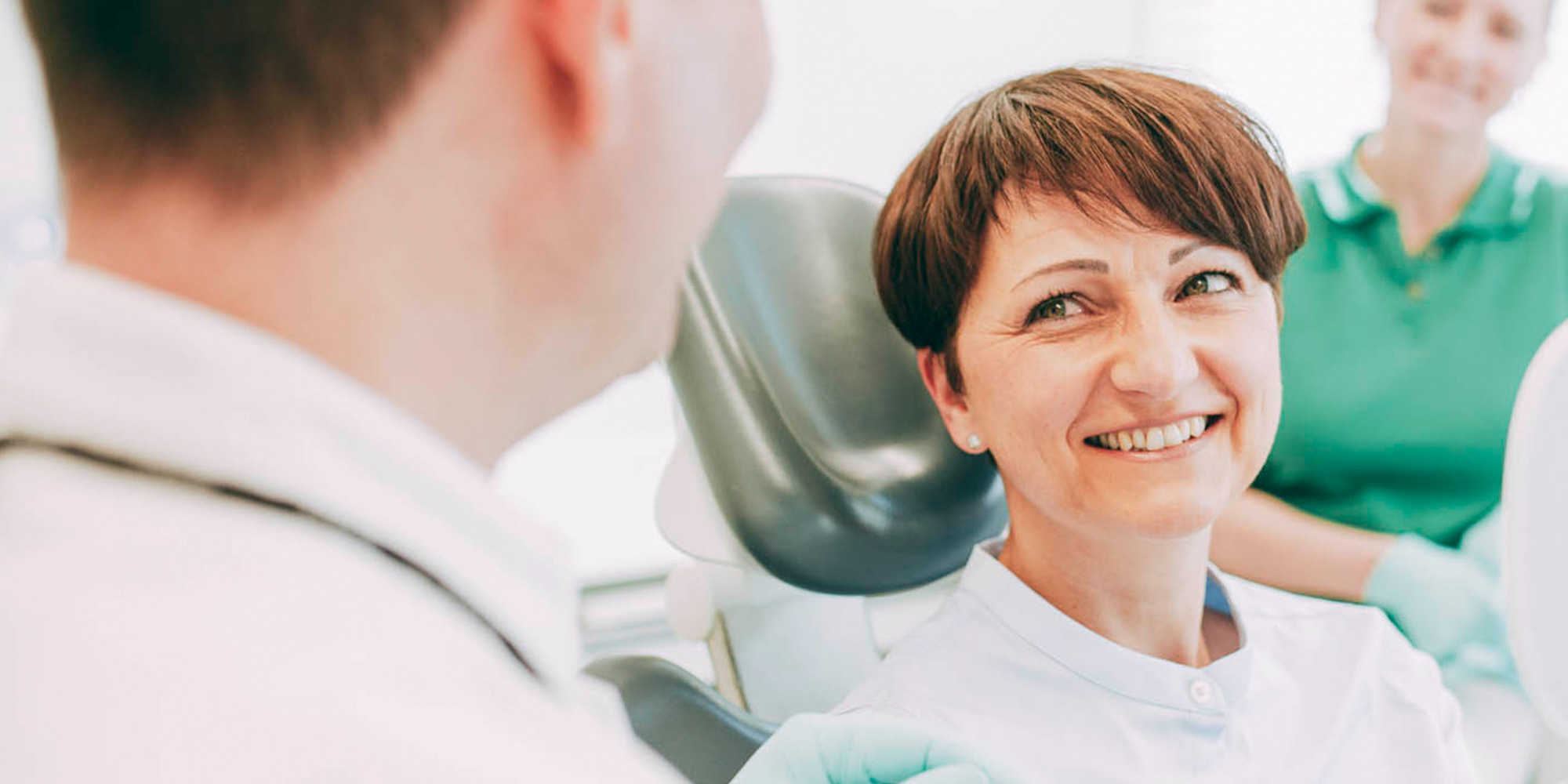 Parodontosebehandlung Laupheim schützt vor Zahnverlust.