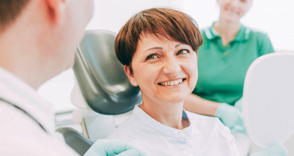 Ihr Zahnarzt in Laupheim behandelt Parodontitis und schützt Sie vor den Folgen.