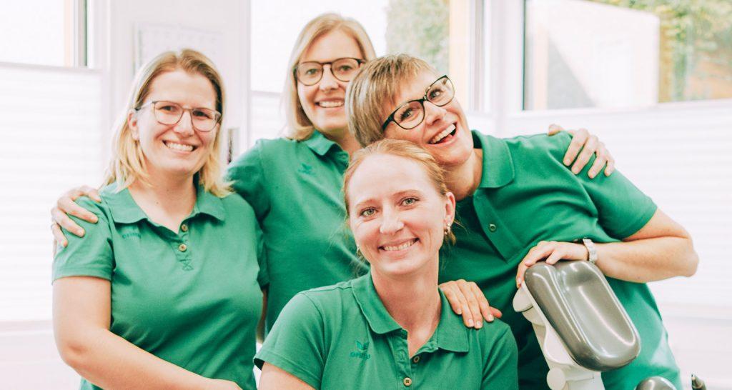 Freundliches Team beim Zahnarzt Laupheim.
